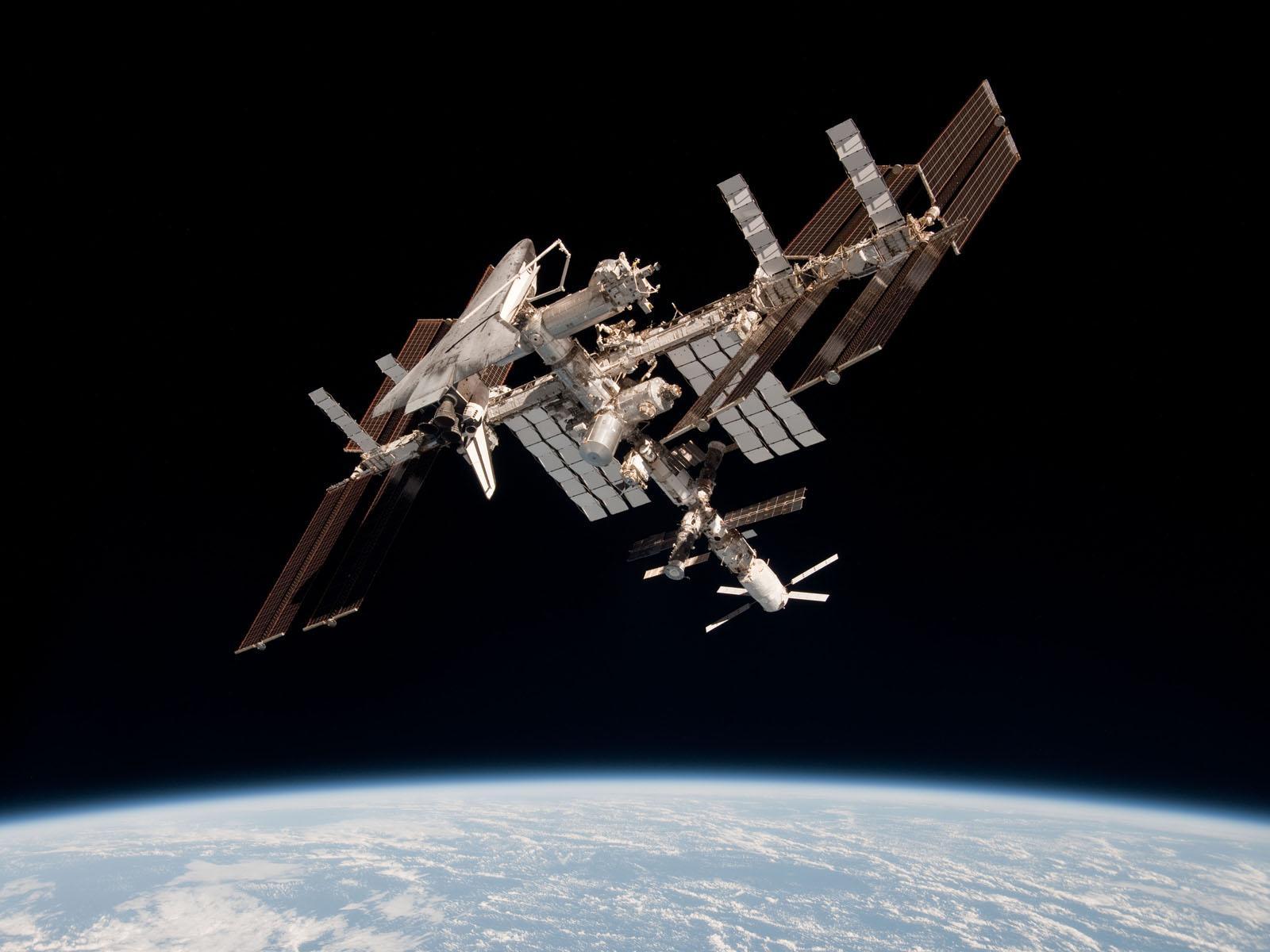 ایستگاه فضایی بینالمللی (ISS) - مدار پایینی زمین (LEO)