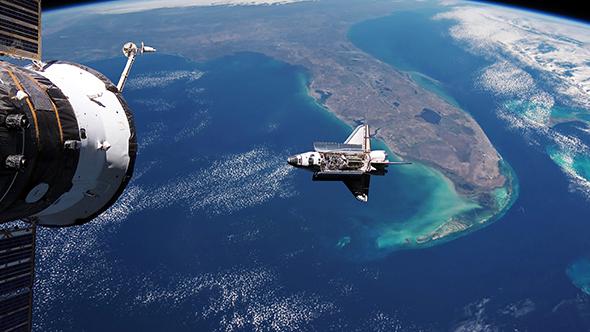 شاتل در حال نزدیک شدن به ISS برای پهلوگیری