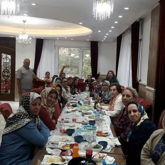 داخل رستوران ماه نشین