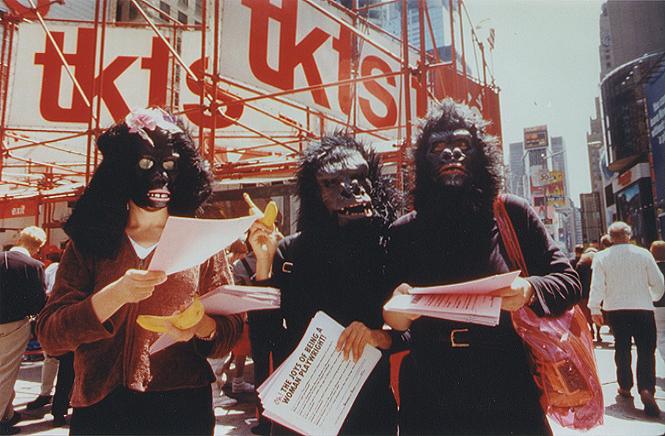 گوریلا گرلز,عنوان گروهی از هنرمندان امریکایی فمنیست در دهه 80 بود که آثارشان محتوایی ضد مردسالاری داشت