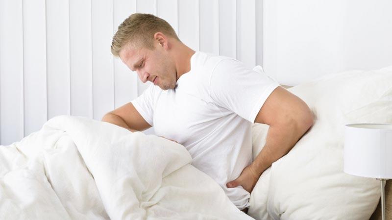 با وجود کمر درد چگونه راحت بخوابیم؟