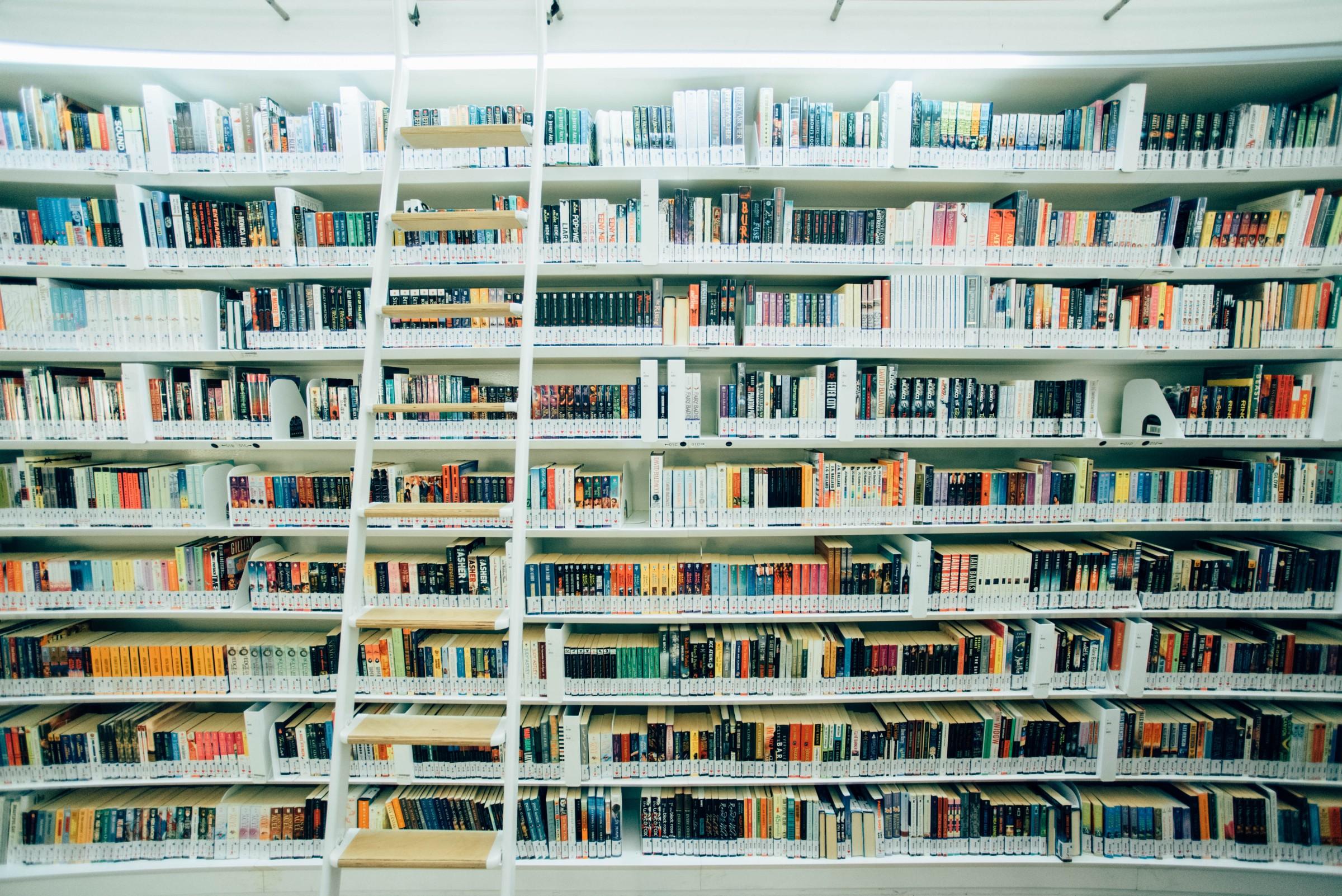 تصور کنید - کتابها استیت های مختلف اپ هستند که درون یک کتابخانه مدیریت استیت، مدیریت شده اند