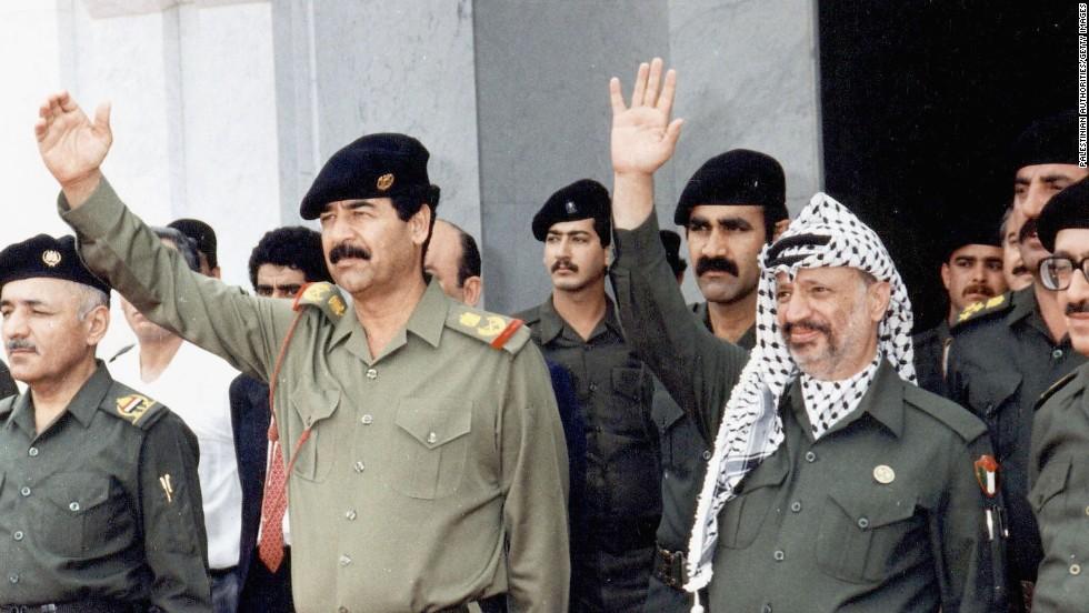 یاسر عرفات در کنار صدام حسین   عکس از CNN
