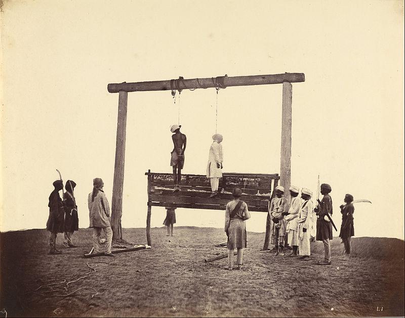 سربازهای هندیای که بهدست سربازهای هندی دیگه بهخاطر انگلیسیها اعدام شدهاند.
