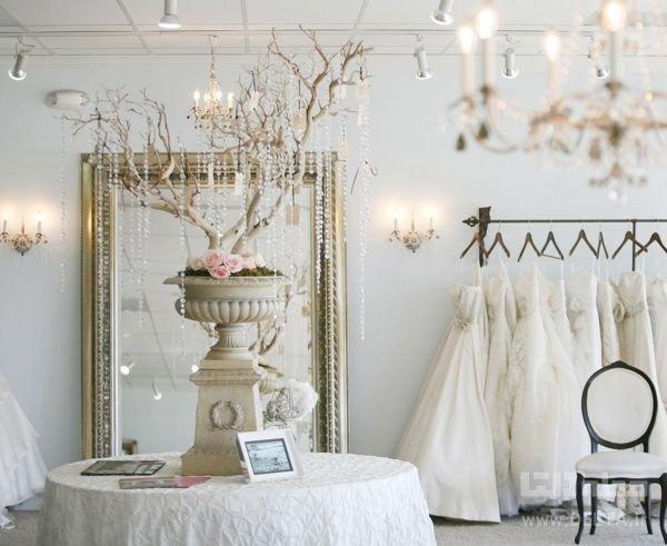 تزیین اتاق خواب عروس با استفاده از رنگ های روشن