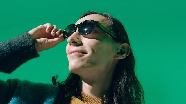 عینک آفتابی سخنگو ساخته شد
