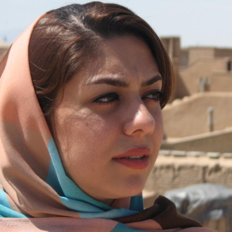 متینه امیری