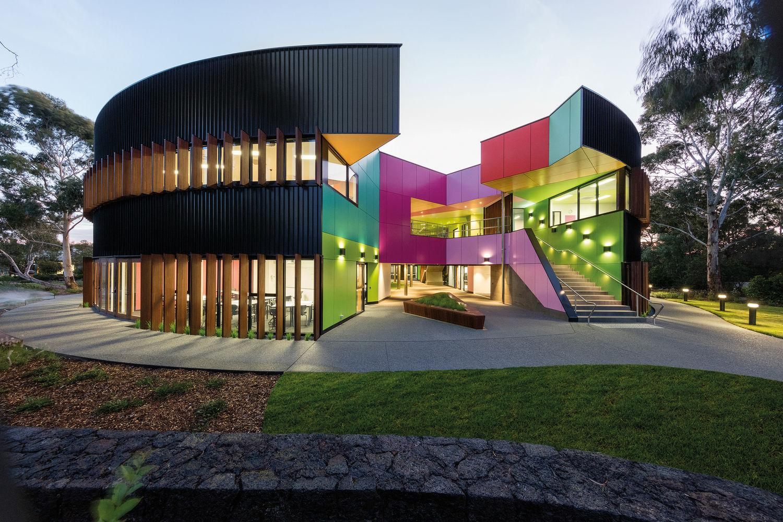 پلان دایره و معماری مدرسه ایوانه