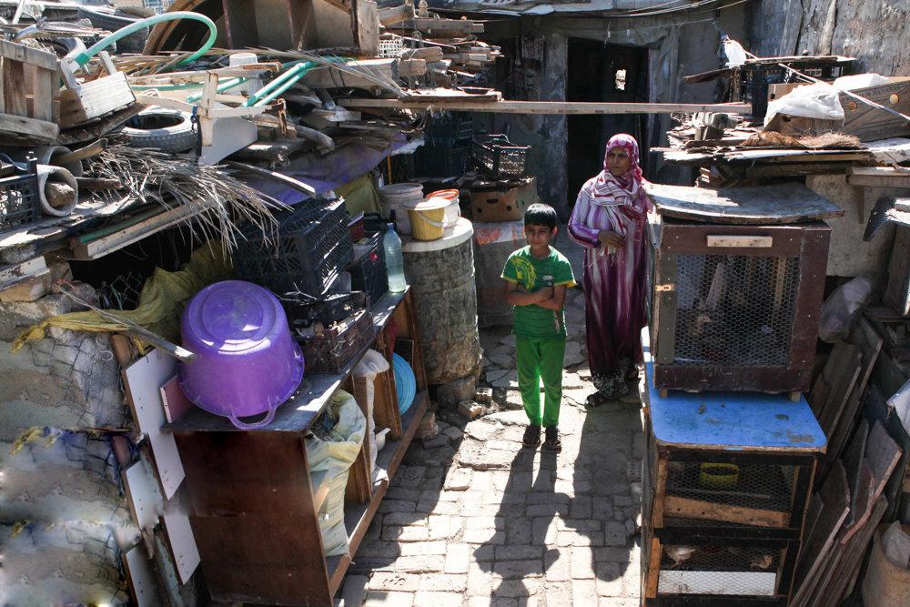 نمایی از یک خانه غصبی در خرمشهر که بیشباهت به یک بیغوله نیست.