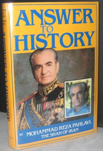 یرواند آبراهامیان در مقالهی خود، کتاب «پاسخ به تاریخ» محمدرضا پهلوی را نوشتهای آکنده از توهم توطئه میداند.