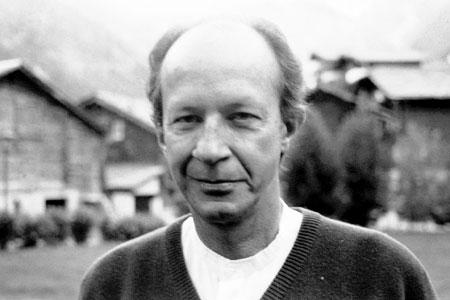 جورجو آگامبن، زادهی سال ۱۹۴۲ در رم، اندیشمند فلسفهی قارهای معاصر است.