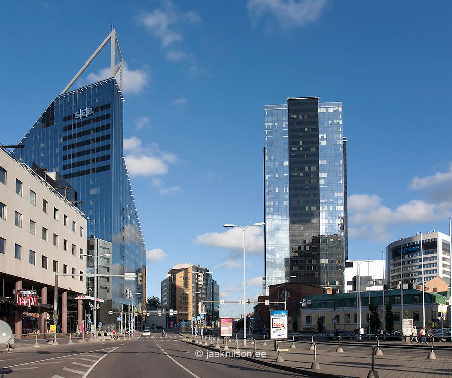 نمایی از شهر تالین و ساختمان بانک SEB