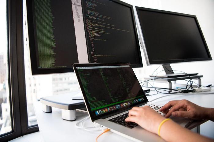 از پایه تا پیشرفته: مسیر شغلی توسعه دهنده/مهندس نرمافزار