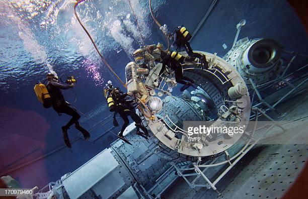 بخشی از شبیه سازی ها زیر آب!